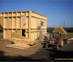 image d'une maison en paille - maison Huber